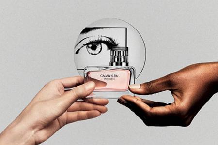 CALVIN KLEIN WOMEN : Un parfum pour les femmes par des femmes