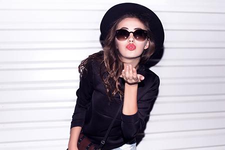 Le grand test des rouges à lèvres : Lesquels sont réellement longue tenue ?