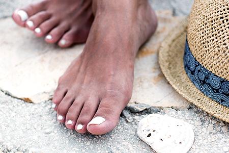Beaux ongles estivaux ? Testez nos vernis longue tenue ou gel !